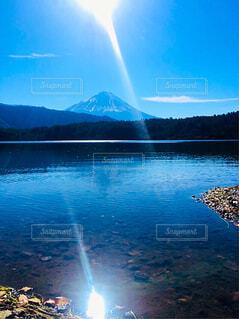 西湖から望む富士山の写真・画像素材[1635278]