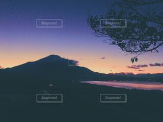 パノラマ台から眺める夕暮れ時の富士山の写真・画像素材[1684770]