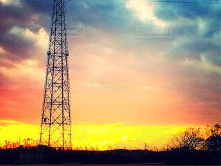 夕陽と鉄塔の写真・画像素材[1699422]