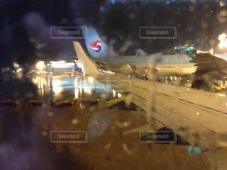 雨の空港の写真・画像素材[1601725]