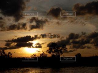 沈む夕日の写真・画像素材[1602011]