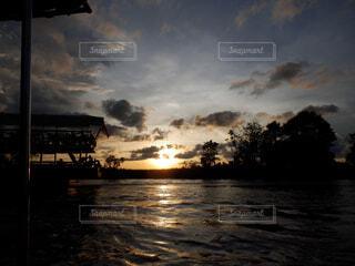 沈む夕日の写真・画像素材[1602014]