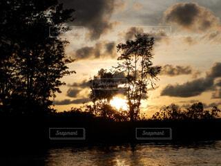 沈む夕日の写真・画像素材[1602041]