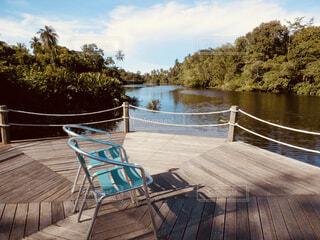 水の上のベンチの写真・画像素材[1602155]