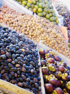 様々 な新鮮な果物や野菜の展示の写真・画像素材[1602527]