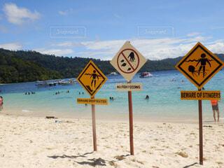 ビーチ上の標識の写真・画像素材[1611200]