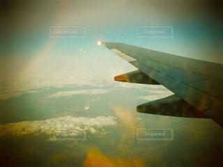 大型航空機を空中に高く飛ぶの写真・画像素材[1616535]