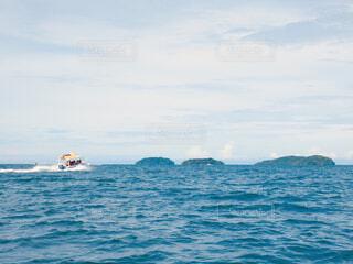 水の体のボートの写真・画像素材[1616664]