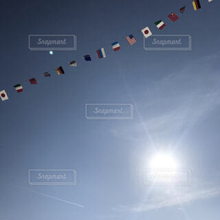 青空の万国旗の写真・画像素材[1608478]