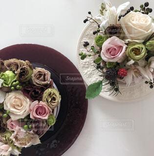 テーブルの上の花 ケーキ風の写真・画像素材[2447547]