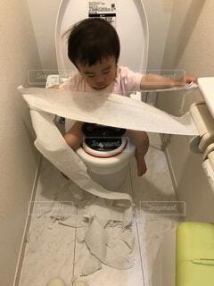 トイレでイタズラの写真・画像素材[1604354]