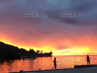 タヒチの夕日の写真・画像素材[1605908]