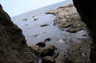 岩のビーチの写真・画像素材[1605880]