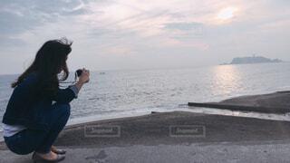 カメラ女子を撮るカメラ女子の写真・画像素材[1606185]