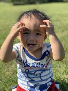 芝生の赤ちゃんの写真・画像素材[1607272]