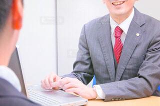 スーツとネクタイを着た人の写真・画像素材[2772264]