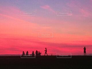 夕焼けのみんなの写真・画像素材[2859478]