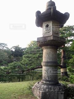 六義園の灯篭の写真・画像素材[1607864]