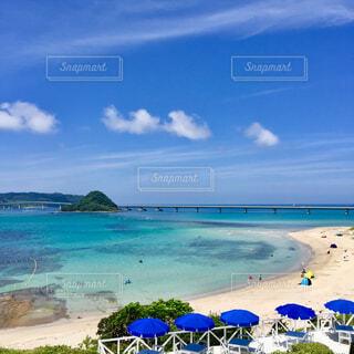 砂浜とパラソルの写真・画像素材[1607968]