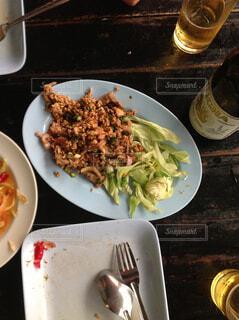 バンコクの屋台でお昼ごはんの写真・画像素材[1613007]