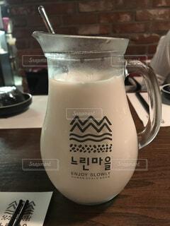 韓国ソウルのマッコリバーにての写真・画像素材[1609963]