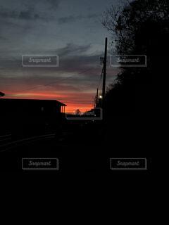 近く暗闇の中雲のアップの写真・画像素材[1609896]