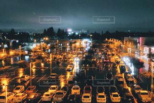 雨に濡れた駐車場の写真・画像素材[966843]