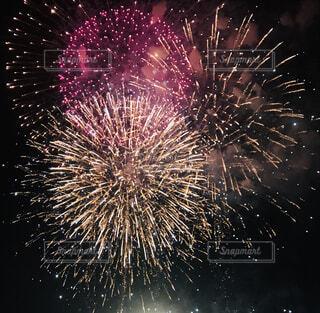 空に花火の写真・画像素材[1611346]
