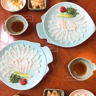 ふぐ料理を囲んでの写真・画像素材[1611579]