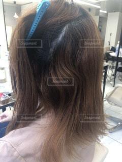 くせ毛の女性の写真・画像素材[2341334]