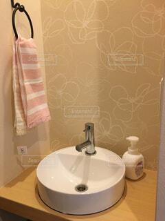 洗面所とは別に作ったかわいい手洗い場の写真・画像素材[1614259]