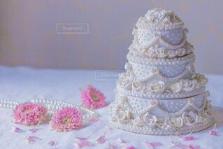 白いウエディング ケーキの写真・画像素材[1668660]