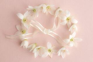 テーブルの上の花の花瓶の写真・画像素材[1781670]