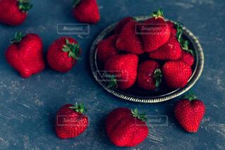 赤い果実の接写の写真・画像素材[2122253]