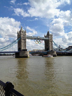 ロンドン・タワーブリッジ、五輪仕様の写真・画像素材[1621250]