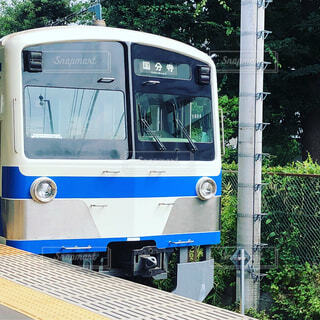 青と白の電車 旅行 鉄道旅の写真・画像素材[1616586]