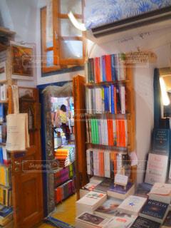 本棚は本でいっぱいの写真・画像素材[1618137]