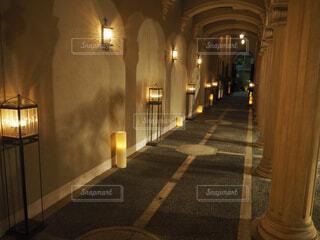 夜のライトアップされた街の写真・画像素材[1618450]