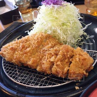 皿のご飯肉と野菜料理の写真・画像素材[1619691]