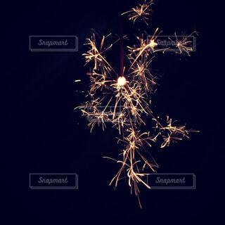空に花火の写真・画像素材[1619875]