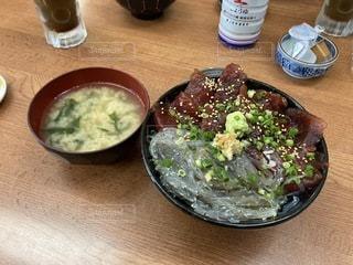 生しらすマグロ丼の写真・画像素材[3606117]