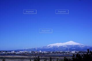 鳥海山と青い空の写真・画像素材[1834816]