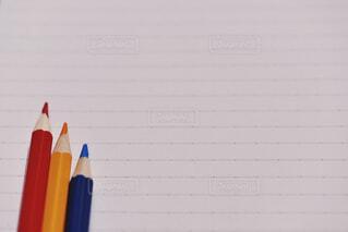 ノートと色鉛筆の写真・画像素材[1871348]