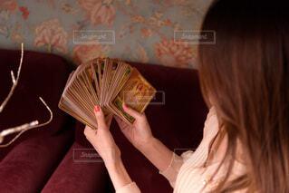 占いをする女性の写真・画像素材[3944907]