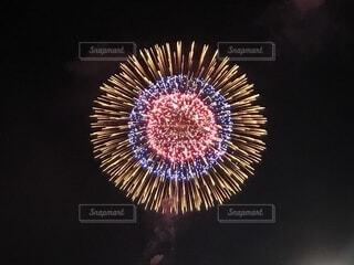 空に花火の写真・画像素材[1631885]