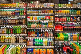 飲料コーナーの棚の写真・画像素材[1656289]