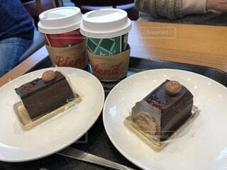 コーヒーとブッシュドノエルの写真・画像素材[1690736]