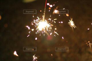 空に花火のグループの写真・画像素材[1629215]