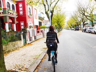 都市の通り自転車に乗るの写真・画像素材[1640075]