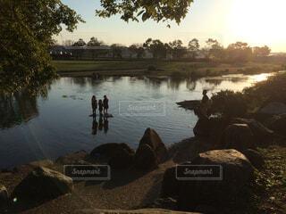 夕焼けの池の写真・画像素材[1774980]